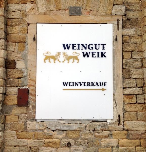 Eingang Weingut Weik