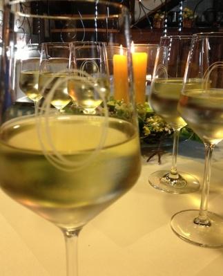 Wohl temperierter Wein in schönen Gläsern.