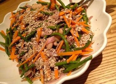 Salat mit Bohnen, Karotten & Roastbeef