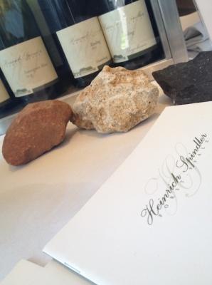 Weingut Spindler mit Gesteinsproben. Buntsandstein, Kalkmergel, Basalt