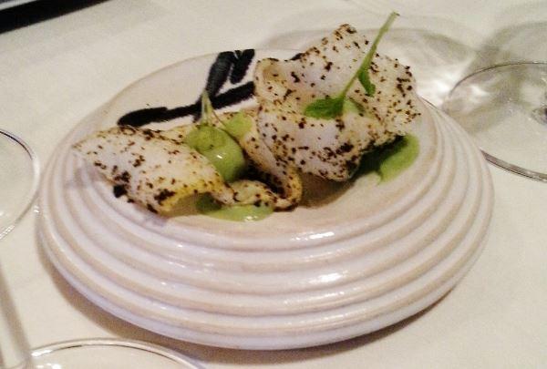 """1. """"Sushi"""" Reischip mit Alge, Avocado-Wasabicreme, kandierter Ingwer"""