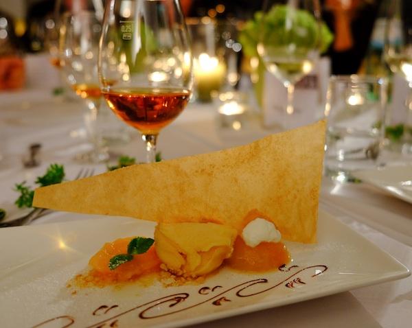 Trockenbeerenauslese mit Dessert. Weisse Nacht Johann F. Ohler Foto © LL kingscreek.de